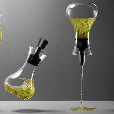 Dressingshaker: 0,25 l Ölkaraffe: 0,5 l